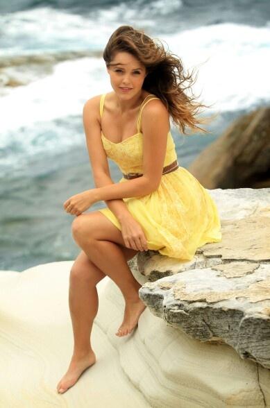 Rebecca Breeds ♥