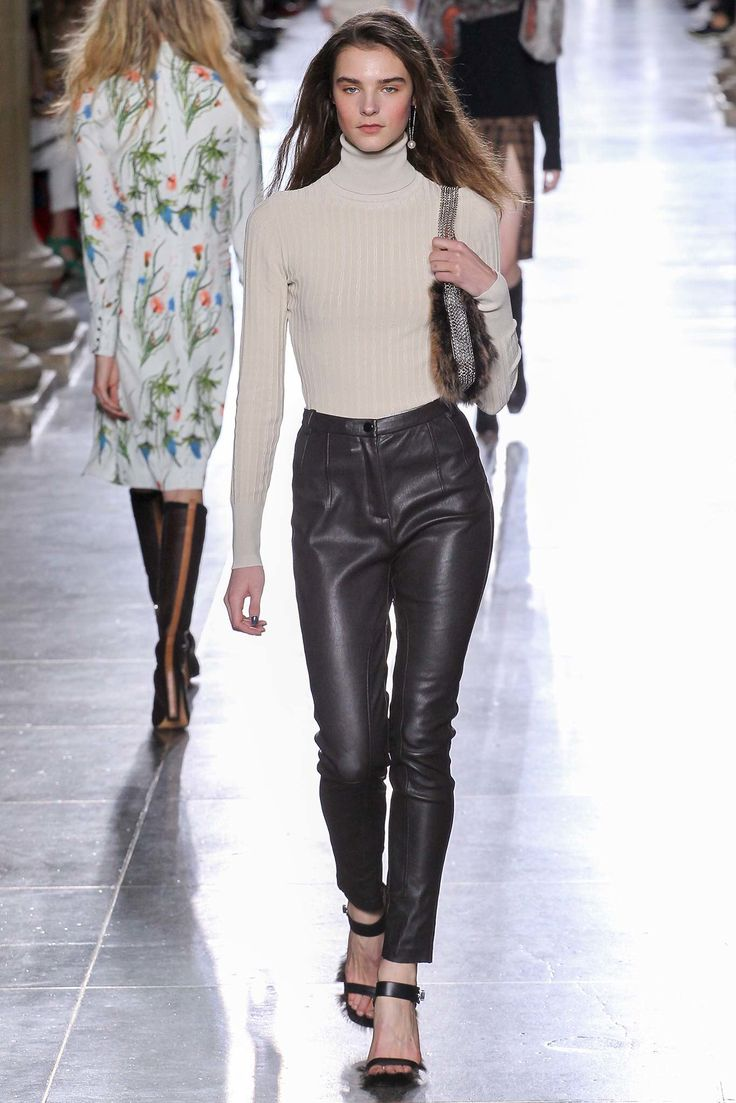 See the complete Topshop Unique Fall 2015 Ready-to-Wear collection.
