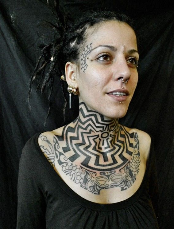 Hals Tattoo Maori Blackwork