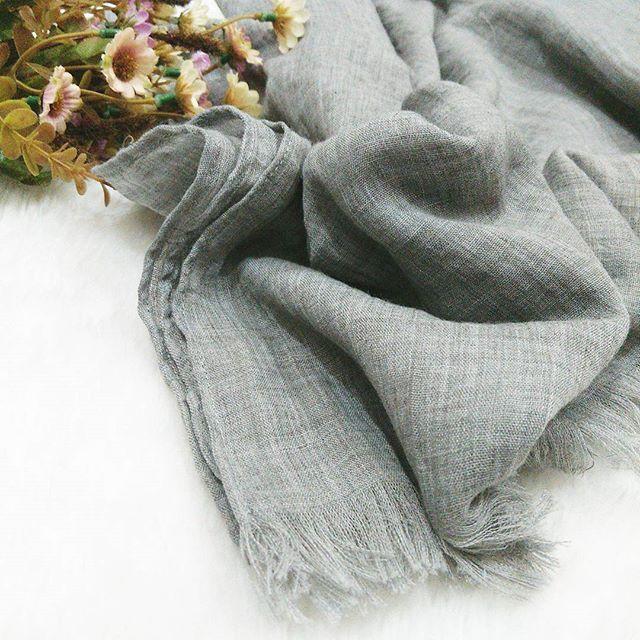 jilbab - pashmina rawis - kerudung - kusut - jenna shawl - shabia hijab 3 bahan: cotton import ukuran: 175x75cm Ecer @55.000 (1-5pcs) Grosir @52.000 (min 6pcs) Kodi @47.000 (warna random)