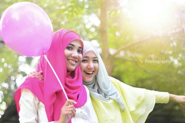 Friendship will bring us to the colorful life...