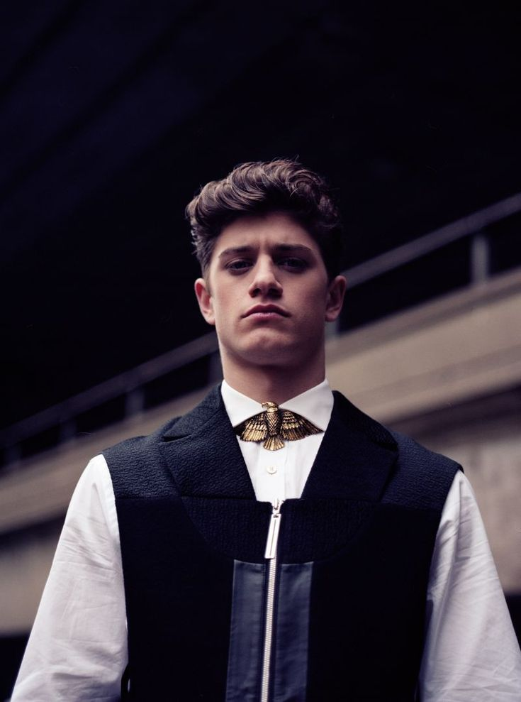 Paolo Gallardo by Leigh Keily for Fashionisto Exclusive. Eagle collar.