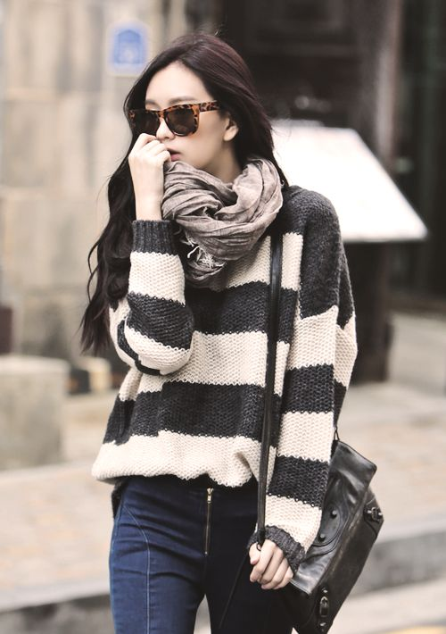 Nice neutrals in sweater and scarf. Korean street fashion. -Lily. #asianfashion #Korean #streetstyle