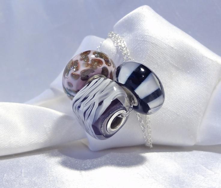 Hand made Large hole beads, fits most known brands. .-- Billes faites à la main a grand trou, conviennent à la plupart des maques connues. $10.00 ch.