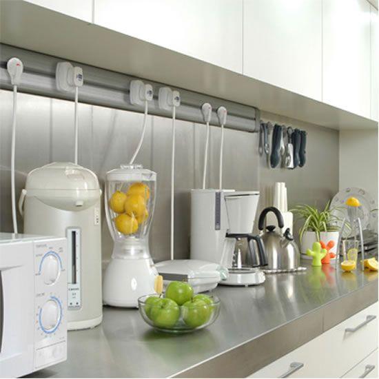 Organize sua cozinha pequena com aprelhos eletrodomesticos em seus devidos lugares