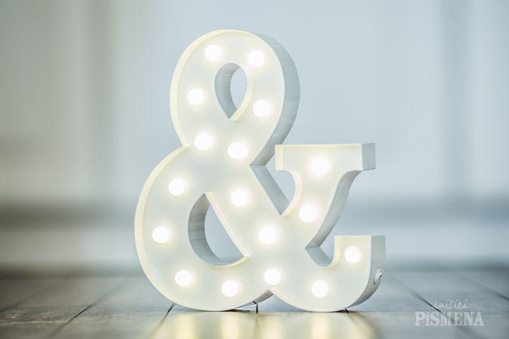 Naše malá písmenka, číslice a symboly. Velikost 30cm. Svítí na baterie. Cena pronájmu Od 300 Kč. Nabídka a více informaci na www.sviticipismena.cz