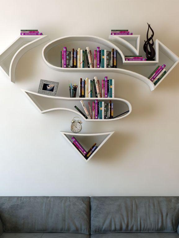 Un designer turque fabrique des bibliothèques murales super-héros et on en imagine très bien une dans notre salon.