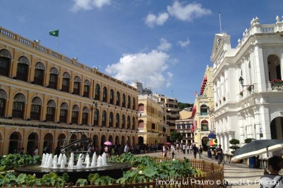Senado Square in Macau ...     Complete story of my trip to Macau >> http://mixedupalready.com/2012/08/28/the-historical-side-of-macau/
