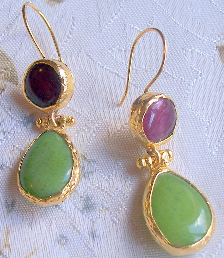 Handmade double stone earings with tear drop agates,green and red  gold plated and semi precious gemstones, jewelry and balance by GardenOfLinda on Etsy