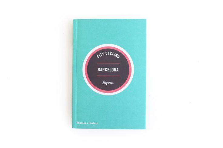 Boek City Cycling Barcelona  City Cycling Barcelona:  ISBN 9780500291061.  17.50 x 11.50 cm.  Paperback met omslagkaft.  48pp.  Geïllustreerd in kleur.  Eerste editie 2014.  Taal: Engels. Beschrijving Of je nu de Corsi van Milaan het strand van Barcelona of gewoon Amsterdam wilt beleven de beste manier om elke stad te leren kennen is per fiets. Van koffie in de ene wijk naar de lunch aan de andere kant van de stad via musea galerieën en parken de stad leer je het beste kennen rijdend op je…