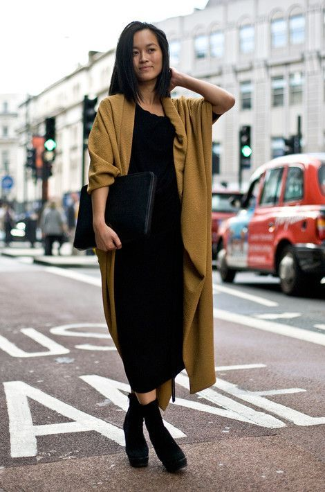 minimal cool. oversized coat, black dress and boots #style #fashion #vanillascented