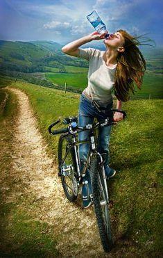Belle femme du 54 sort avec son vélo customisé sur www.velocustom.eu