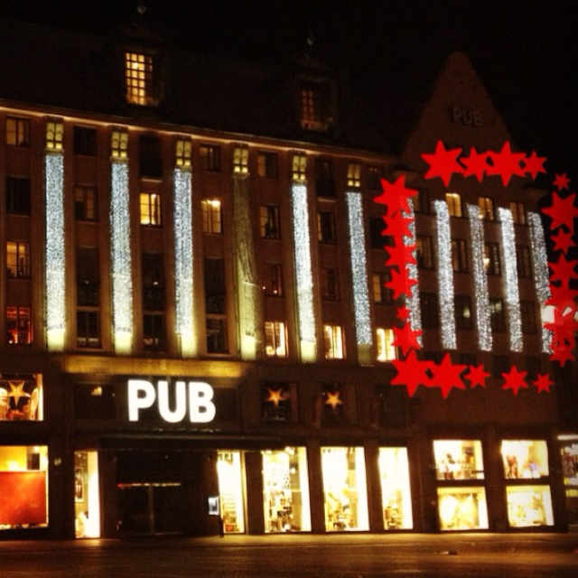 PUB is one of the major department stores. In the late 20th century, the upper 4 storeys of the department store were converted into a hotel: the Rica Hotel, Kungsgatan.