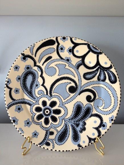 Prato G coleção crochet Prato em cerãmica em tom azul, serve para servir tortas , bolos, queijos e decoração. Prato com 32cm de raio. R$120,00