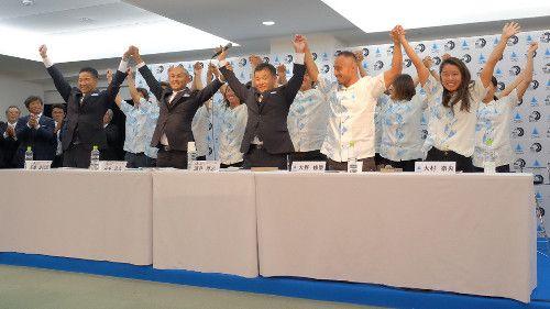 東京五輪の追加種目にサーフィンが決定し、大喜びの選手と関係者たち #サーフィン #東京五輪