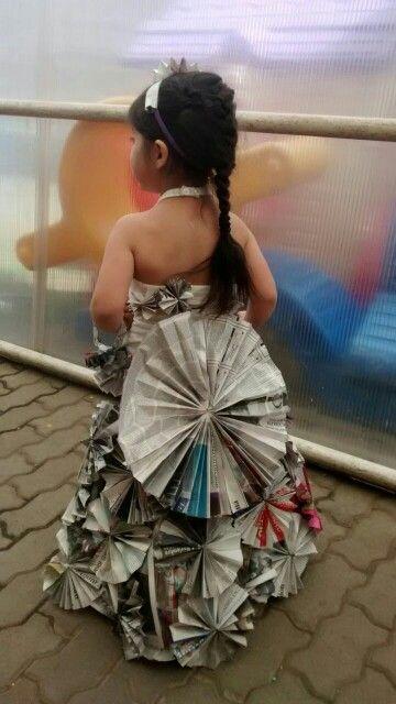 Vestido de papel,mi nieta Mayra...hecho x Blanka.