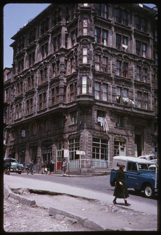 Tophane Yazıcızade Apartmanı / 17 Mayıs 1965 Charles W. Cushman Koleksiyonu