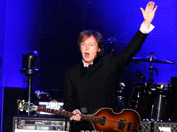 Paul McCartney se presentará en el Estadio Azteca el 8 de mayo y el 10 del mismo es en el Zócalo de la Ciudad de México, para deleitar a otos su fans con los éxitos que lo han mantenido en la cima.  En ActitudFEM hicimos una lista sobre las canciones imperdibles del ex- beatle.  1. My Valentine  Es el último sencillo del ex bleatle, quien contó con la colaboración de Natalie Portman y Johnny Depp para el video.    2. No more lonely lights  Escrita por Paul, esta canción se lanzó en…