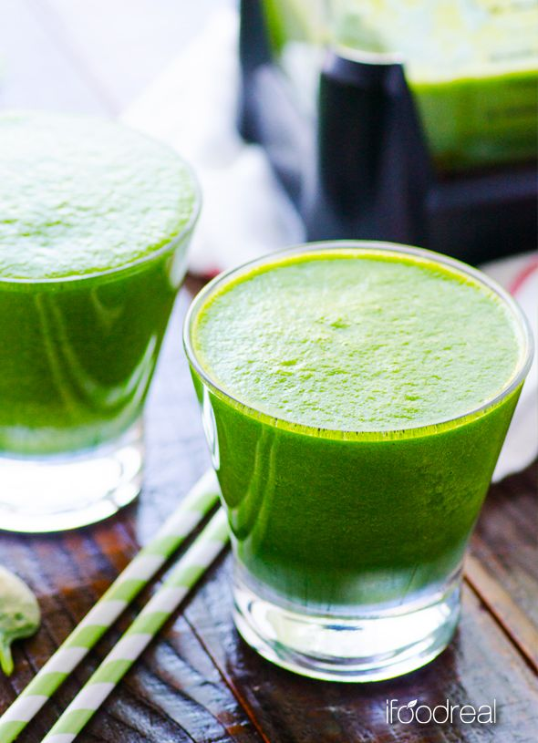 Detox Green Smoothie - green smoothie recipe that will make you feel energized all day. Plus Ninja Ultima Blender Review.
