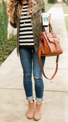 So cute these fall outfit ideas that anyone can wear teen girls or women. The ultimate fall fashion guide for high school or college. Comfy casual outfit with skinny jeans, stripped t shirt and ankle boots.