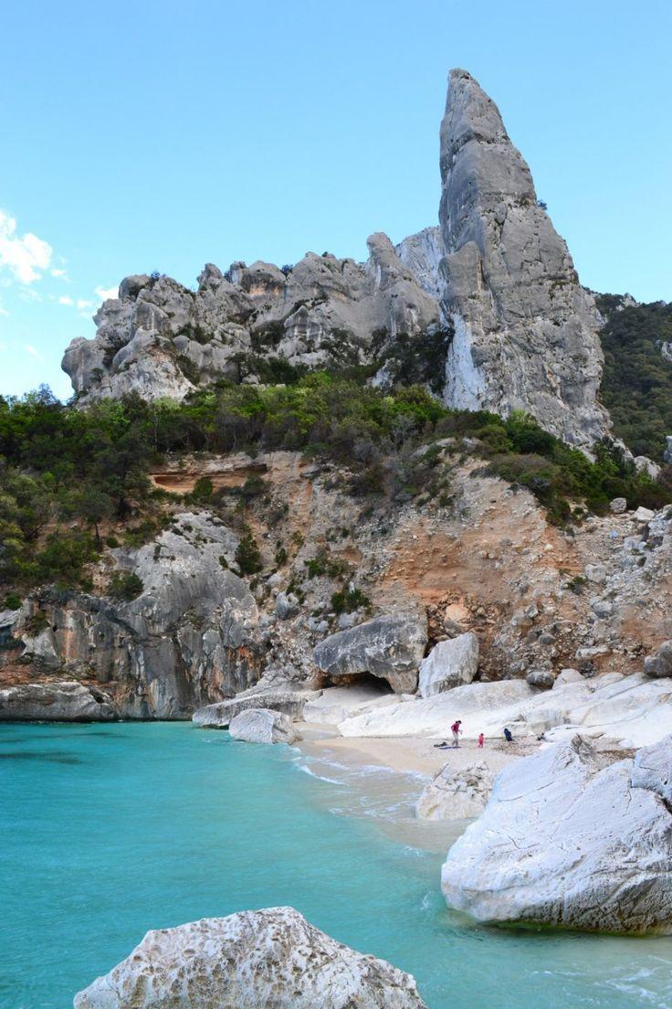 Cala Goloritze e la sua guglia- Baunei (Golfo di Orosei) #Sardegna #Cerdeña #Sardinia