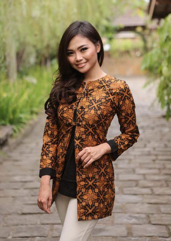 Model Baju Batik Wanita Yang Cocok Untuk Kerja Wanita
