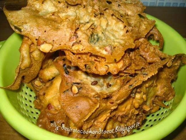 Crispy Peanut Rempeyek (Indonesian Crackers)
