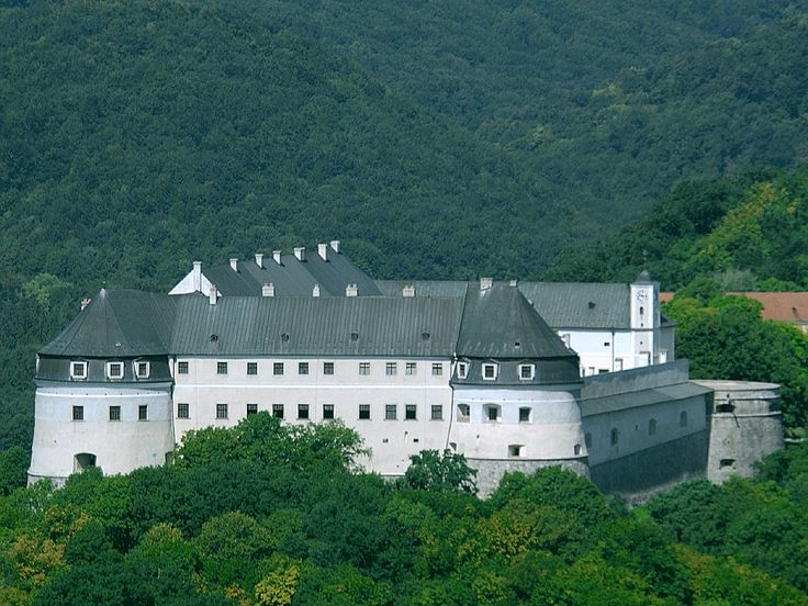 Hrad Červený kameň, Slovensko   Red Stone Castle, Slovakia
