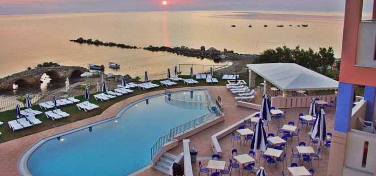Xenos Kamara Beach Hotel | Argasi Located on the beach in Argassi just 300m away from the center of the resort.