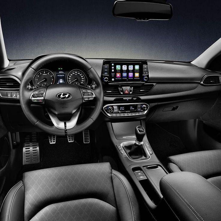 Hyundai i30 Fastback 2018 Este é o interior da mais nova versão da família i30: um coupé de cinco portas!  Os clientes podem escolher entre o motor 1.4 t-gdi Turbo 4 cilindros com 140 cavalos ou 1.0 t-gdi Turbo 3 cilindros com 120cv. O motor 1.4 é oferecido com câmbio manual de 6 marchas ou automatizado de dupla embreagem de 7 velocidades. Já o motor 1.0 será vendido apenas com transmissão manual de 6 marchas.  Todos os dois são equipados com sistema start-stop. Também haverá versões a…