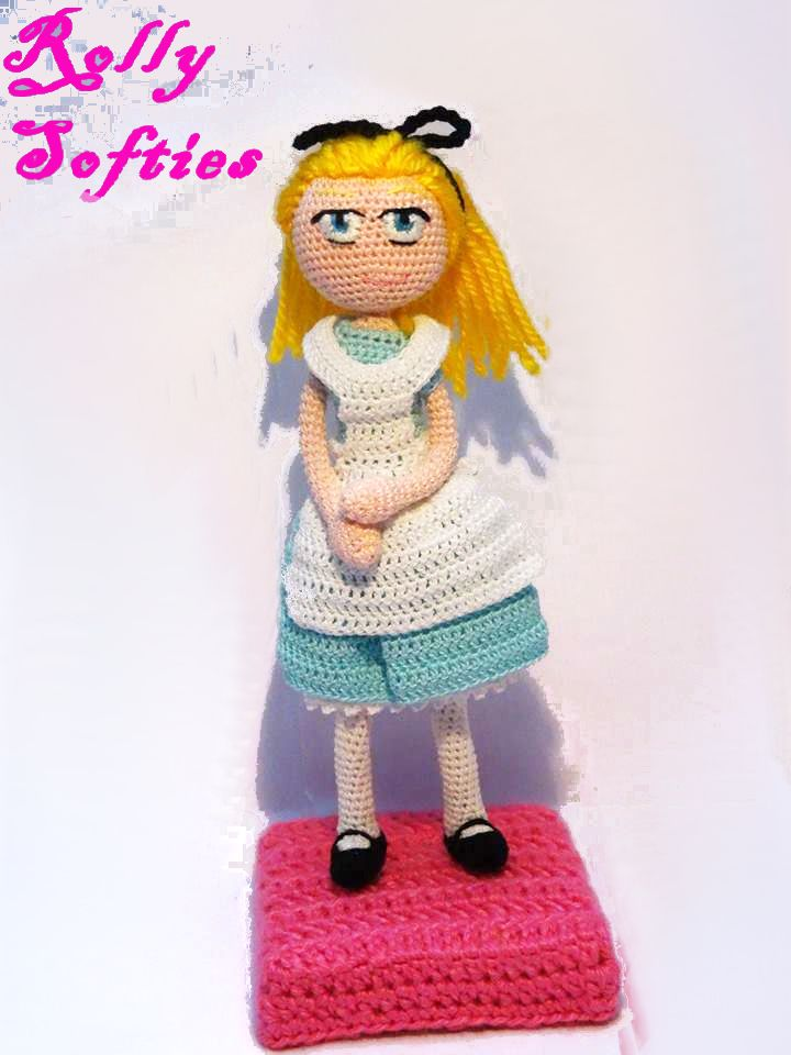 Alice in Wonderland amigurumi, free English pattern