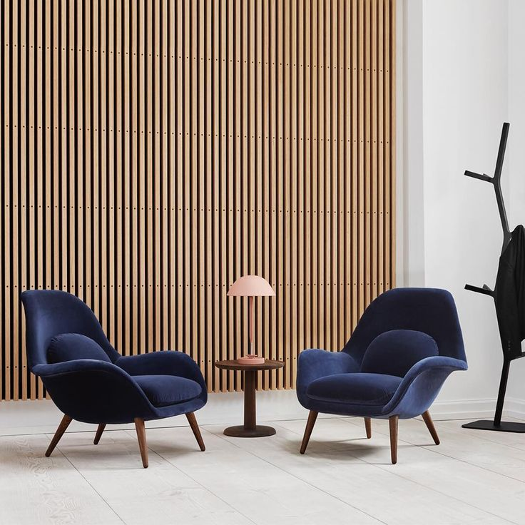 A set of Swoon lounge chairs are the perfect spot to meet up for a great conversation, a good read or simply just to take a break. #fredericiafurniture #amodernoriginal #designcraft #danishdesign #danskdesign #madeindenmark #swoonloungechair #swoonlænestol #loungehchair #lænestol #spacecopenhagen #ponsidetable  #ponsidebord #jaspermorrison #narastand #coatrack #stumtjener #shinazumi