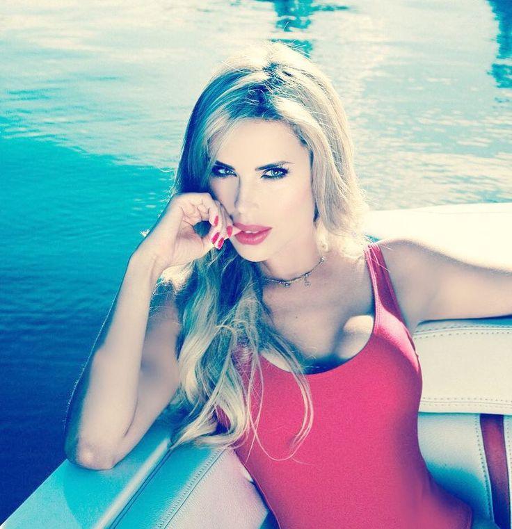 Las fotos más sexys de Desirée Ortiz, novia de Luis Miguel | EL DEBATE