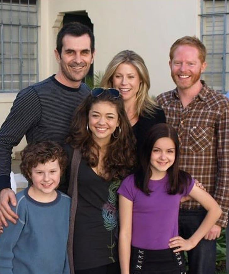 Aw The Modern Family Cast Re Create Their First Table Read Photo 10 Years Later Modern Family Cast Modern Family It Cast