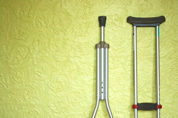 """undefined http://greatist.com/happiness/guide-to-survive-life-on-crutches?utm_source=pinterest&utm_medium=social&utm_campaign=onsiteshare GUEST POST: Greatist's Happiness Coach Sid Efromovich knows a thing or two about spending time on crutches in order to heal from injury: He's done it twice. Here he shares his tips and tricks for staying safe and sane on three """"legs""""."""