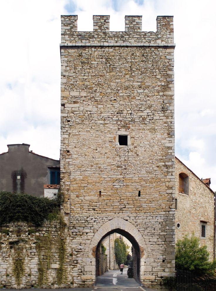 Castello Calenzano - Firenze #porta #mura #calenzano #castello #castle #town #tuscany #florence