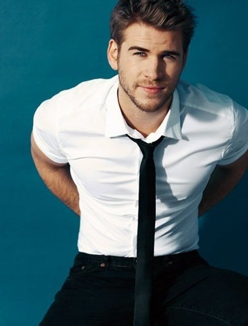 Watching Catching Fire twice led me to unravelling an official celebrity crush.. D: [insert guilty face here] #Liam #Hemsworth