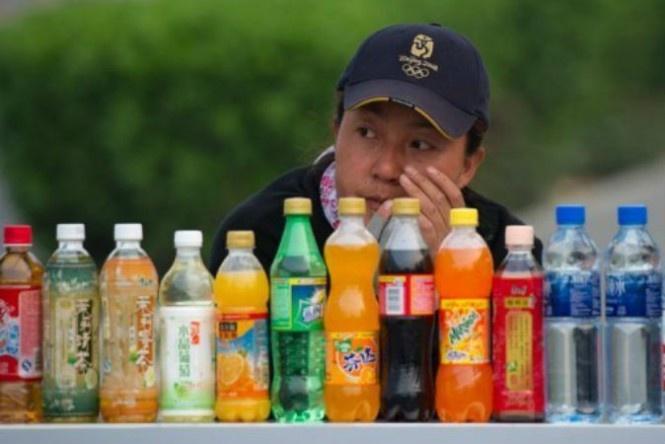 Homens que consomem uma lata de refrigerante por dia estão sujeitos a um risco maior de desenvolver câncer de próstata, segundo um estudo sueco anunciado nesta segunda-feira.