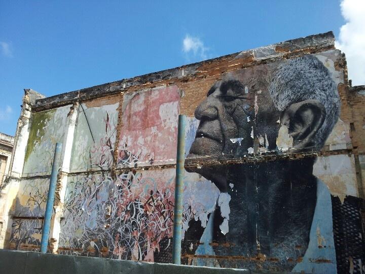 Velhinho na parede #streetart #havana #Cuba