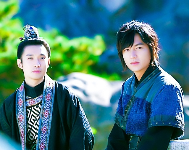 Great friendship! ◇ #RyuDeokHwan as King Gongmin & #LeeMinHo as General Choi Young ◇ episode 23