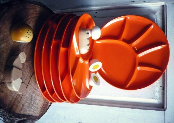 6 Assiettes à compartiments en mélaminé orange pour fondue... ou à emporter en pique-nique ! de la boutique SaintFrusquin sur Etsy