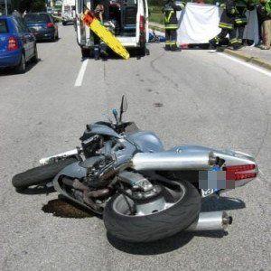 Offerte di lavoro Palermo  In via Acquicella Porto vittima un ragazzo di 33 anni  #annuncio #pagato #jobs #Italia #Sicilia Catania: moto contro auto muore il centauro