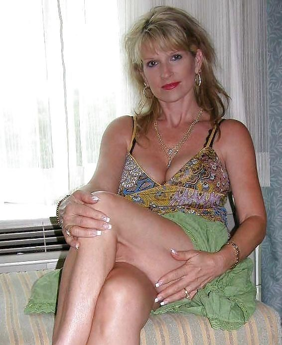 Mature Teasing Women 89