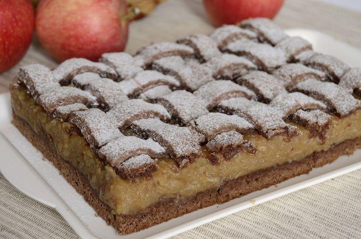 Něco sladké na zub po vydatném obědě. Ke kafíčku jako stvořený, jablečný koláček.