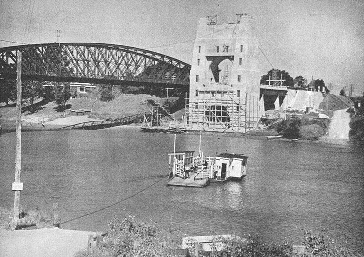 Walter taylor bridge and ferry, indooroopilly