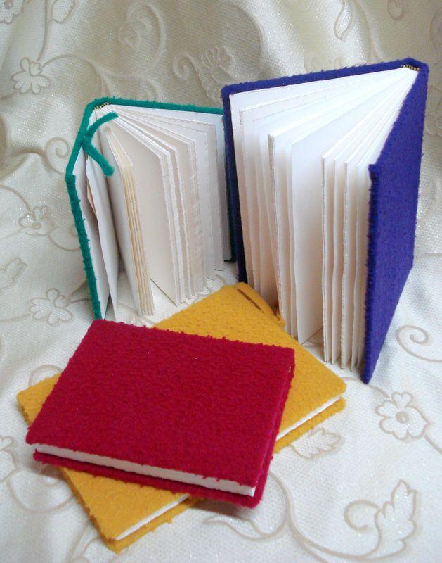 Quaderni rilegati a mano con copertina in panno del Casentino. www.bottegamastrociliegia.it