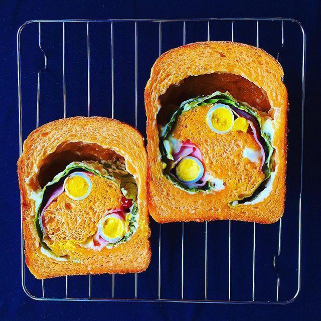 こんにちは♩  旦那さん、今月末からまた来月前半はずっとお休みがなくお仕事が大変になる予定です。 なのでしっかりバランスのいい食生活を心がけなければ… 旦那さんが帰宅が遅かったりするとつい手抜きの晩御飯になりがち…🙈 手抜きの中にも工夫しないとなぁ… がんばろ‼︎ 今回の#halumakiパン は トマトジュース(砂糖・食塩不使用)を練りこんだ生地に、チーズ、キャベツ、ベーコン、うずらの卵、ミニトマトを巻き巻き♩ ミニトマトどこにいった⁉︎😳 明日の朝ごはんの時にまた断面でてくるかな😋🍅 #halumakiパン #渦巻きパン #ホームベーカリー #手作り #パン #手作りパン #朝ごはん #朝ごパン #朝食 #breakfast #おうちカフェ #おうちごはん #foodpic #マイホーム #インテリア #住まい #日々 #暮らし #kurashiru #kaumo