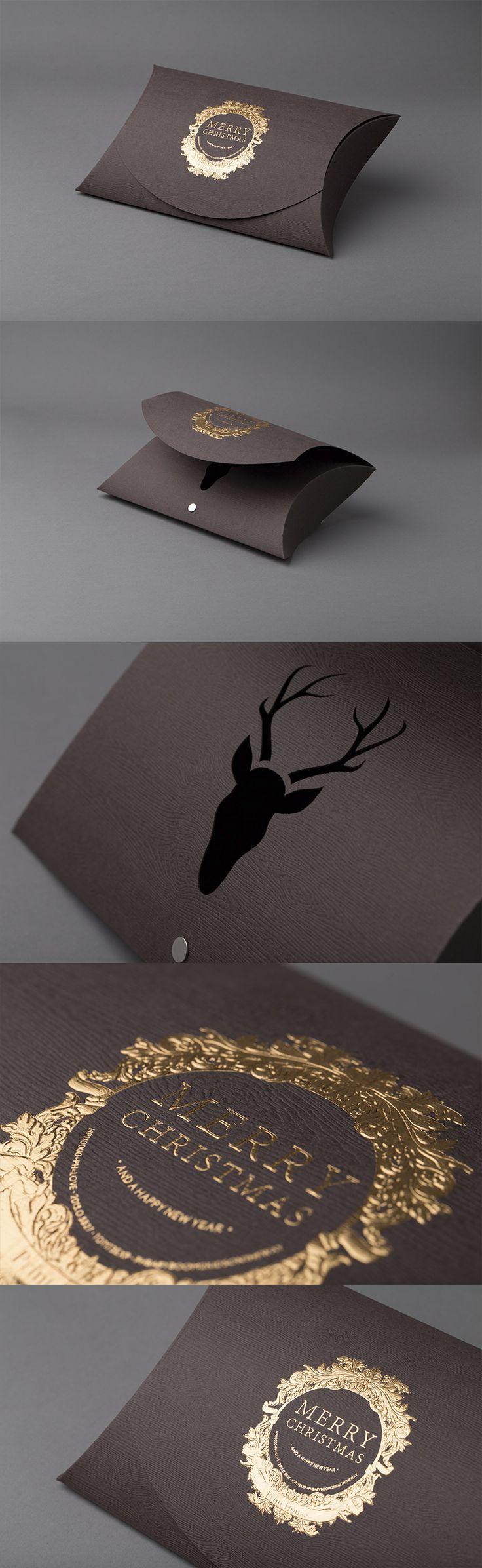 Pølse eske til jul. 3D preg med foliefarge Kruz 397HC og utstansing på 300gr. Gmund Savanna Bubinga. Papiret har et kult tre struktur. #emballasje