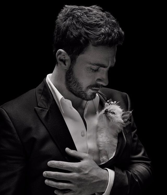 @aarontaylorjohnson se convierte en la nueva imagen de @givenchybeauty Gentleman y juntos redefinen el significado de caballero con el espíritu rebelde de la marca. via ELLE MEXICO MAGAZINE OFFICIAL INSTAGRAM - Fashion Campaigns  Haute Couture  Advertising  Editorial Photography  Magazine Cover Designs  Supermodels  Runway Models