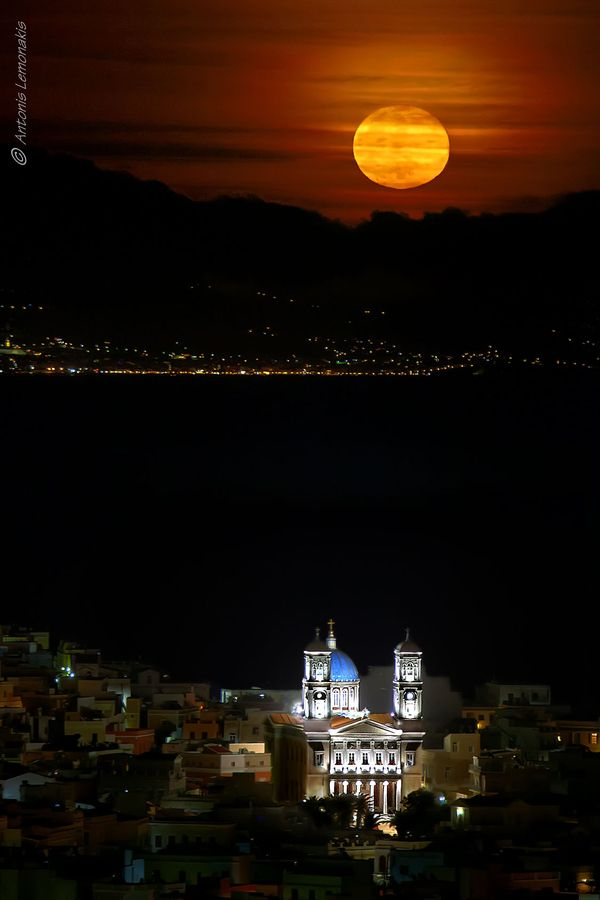 Full moon rise, Syros | Antonis Lemonakis